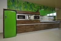 Кухня зелено и фурнир